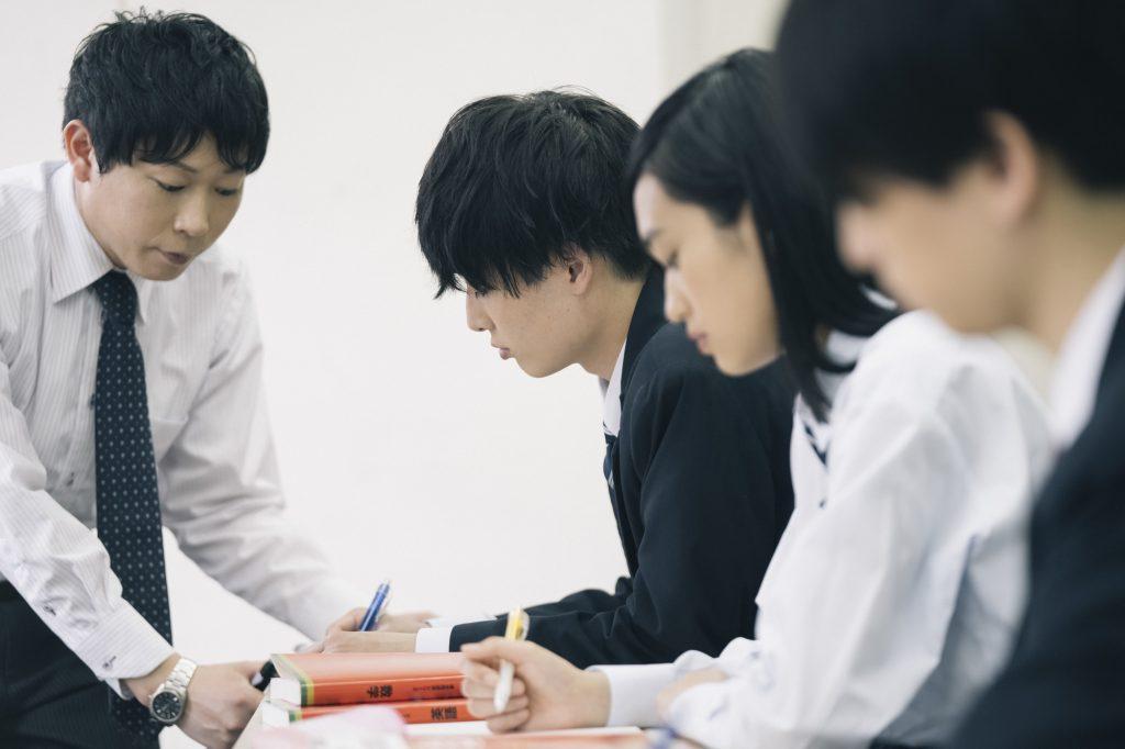 大学受験で志望校に合格するために勉強を始める時期とは